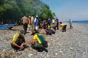 Prajurit Kostrad Gelar Jumat Bersih Lintas Batas