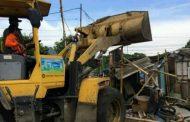 Bangli dan PKL Sepanjang Trotoar Taman BMW di Tertibkan