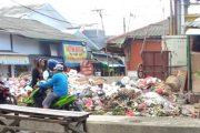 Sampah Menggunung, Bau Busuk yang Menyengat Dikeluhkan Warga
