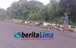 Warga Keluhkan Petugas Kebersihan Buang Sampah Dipinggir Jalan