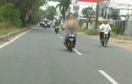Bikin Heboh!! Wanita Ini Kendarai Motor Tanpa Busana