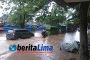 Jalur Pantura Situbondo Macet Akibat Banjir.