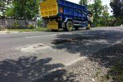 Jalan Nasional di Sampang Banyak Berlubang, Bahayakan Pengendara