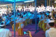 Pawintenan OSIS Rangkaian Perayaan Saraswati dan Piodalan Pura Sekolah SMP PGRI 2 Denpasar