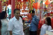 Penjual Pernak-Pernik Di Pasar Atum Menjelang Imlek