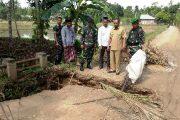 Dandim 0103 Tinjau Jembatan Putus Diterjang Banjir