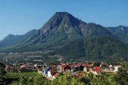 Nikmati Pesona Gunung Panderman Dari Grand Villa Dau
