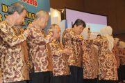Nina Soekarwo Lantik Pengurus Dekrnasda Jatim 2014-2019