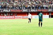 Berita Foto : Panglima TNI Mendampingi Presiden RI  Pada Pembukaan Piala Presiden 2017