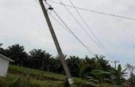 Tiang PLN Nyaris Tumbang, Rayon Seirampah Tak Respon Keluhan Warga