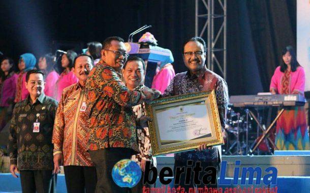 Kabupaten Situbondoterima Penghargaan Bidang Transmigrasi di Acara Jatim Market Fair