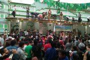 Walikota Padang Menyatu dengan Ribuan Warga Ikuti Tradisi 'Serak Gulo'