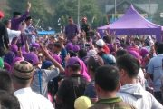 Puluhan Ribu Massa Padati Lapangan Blang Asan