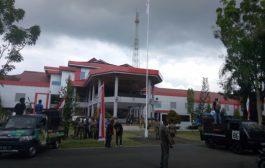 Kantor Bupati Halbar Dikepung Dua Massa Aksi