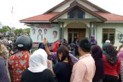 Ratusan Massa Pendukung Muttiara – Kabir  Kepung Kantor Panwaslu Halteng