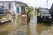 Babinsa Koramil Benowo Bantu Warga Korban Banjir