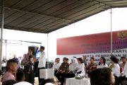 Presiden Jokowi Bagi-Bagi Kartu Indonesia Pintar di Ambon