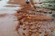 Terlihat Asal Jadi, Jalan Desa Juru Seberang Menjadi Sorotan