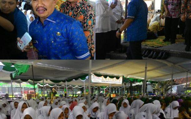 Ribuan Pelajar Istighosah Jelang UN di Masjid Agung Jombang