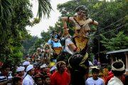 Jelang Nyepi, Umat Hindu Gelar Seni Pawai Ogoh-Ogoh
