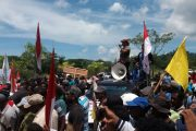 Ribuan Masa Demo Ke Kantor Bupati Raja Ampat dan Meminta Polda PB Bernyali Usut JLW