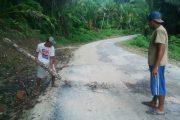 Pengaspalan Jalan Terlihat Asal Jadi, Kec. Mangole Barat, Kep, Sula