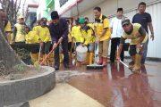 Mellek Gotong Royong, Wako Palembang Ajak Pejabat Bersihkan Trotoar