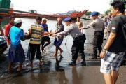 Kaget Lihat KMP Bontang Expres, Nelayan Kapal Jukungan Ceburkan Diri Ke Laut