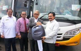 CSR Bank Aceh, Gubernur Serahkan Bantuan Bus