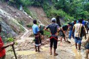 Hujan Deras Guyur Aceh Sejumlah Tebing Jalan Longsor