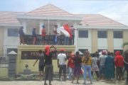 Tolak Eksekusi, Warga Rawajaya Gelar Aksi di PN Tobelo