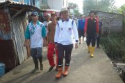 Tanpa Dikawal, Walikota Palembang Pantau Warga Bergotong Royong