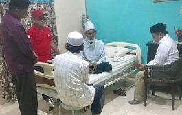 Gubernur Aceh Terpilih Didampingi Ketua Demokrat Bireuen, Jenguk Abu Tumin Dirawat