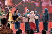 Peduli Kanker, Bude Karwo Peroleh Penghargaan dari OASE