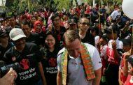 Sang Legenda Sepak Bola Arsenal Ikut Resmikan Lapangan Futsal di Jakut