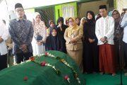 Hasan Aminuddin,Bupati Probolinggo Hadiri Pemakaman Sekda Pemkab
