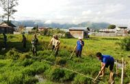 Cegah Banjir, Babinsa Bersama Masyarkat Bangun Drainase