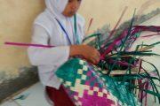 Mahasiswa KPM UIN Ar Raniry Banda Aceh Manfaatkan Enceng Gondok Membuat Sauvenir Aceh