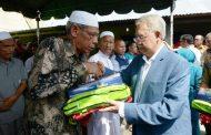 Gubernur Aceh Serahkan Bantuan Untuk Korban Kebakaran Kotafajar