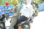 Blusukan Naik Motor, Wawako Palembang Tinjau Lokasi Banjir
