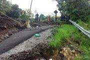 Jalan Ambrol Tak Kunjung Diperbaiki, Warga Rawan Kecelakaan