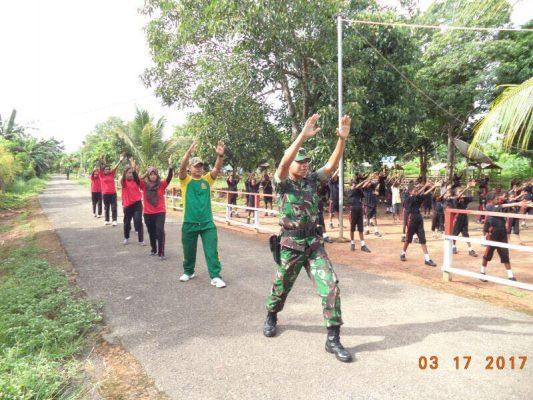 Prajurit Satgas Pamtas Yonif Para Raider 503 Kostrad  jadi Guru Di Perbatasan