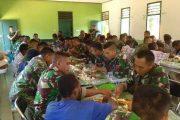 Yonif PR 503 Kostrad Gelar Makan Siang Bersama Masyarakat Perbatasan