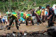 Yonarmed 11 Kostrad Laksanakan Penanggulangan Bencana Banjir Bandang Magelang