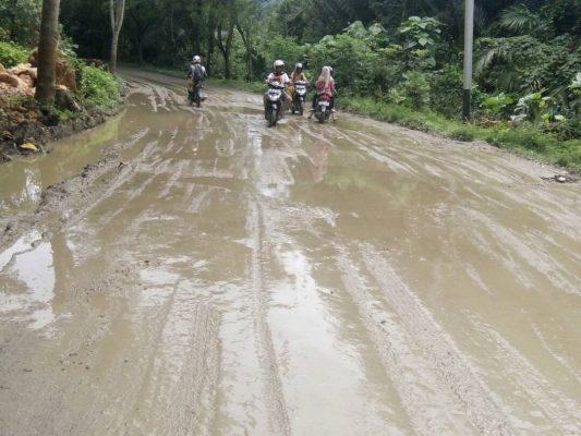 Jalan Rusak Parah di Sanana, Tahun Depan Baru Diperbaiki