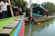 Nelayan Temukan Mayat Wanita Tersangkut Dan Mengapung