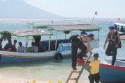 Jaga Kesucian Ramadan Ditpolair Polda Jatim Bersih – Bersih Kondom Di Pulau Tabuhan