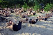 Prajurit BRIGIF-1 Marinir Latihan Renang dan Dayung Tembus Gelombang