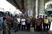 Koramil 0814/13 Peterongan Bersama Satpol PP Tertibkan Pedagang Di Flay Over