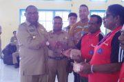 Bupati Sorsel Serahkan Dana Desa secara simbolis Kepada 3 Kepala kampung